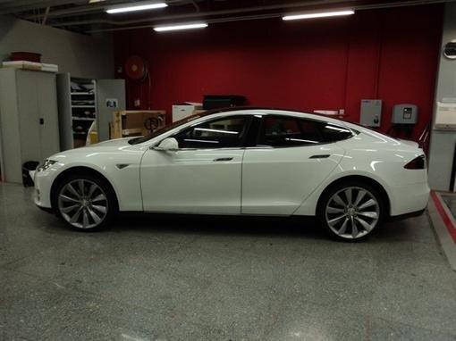 Первая Tesla Model S продана в Украине!!!