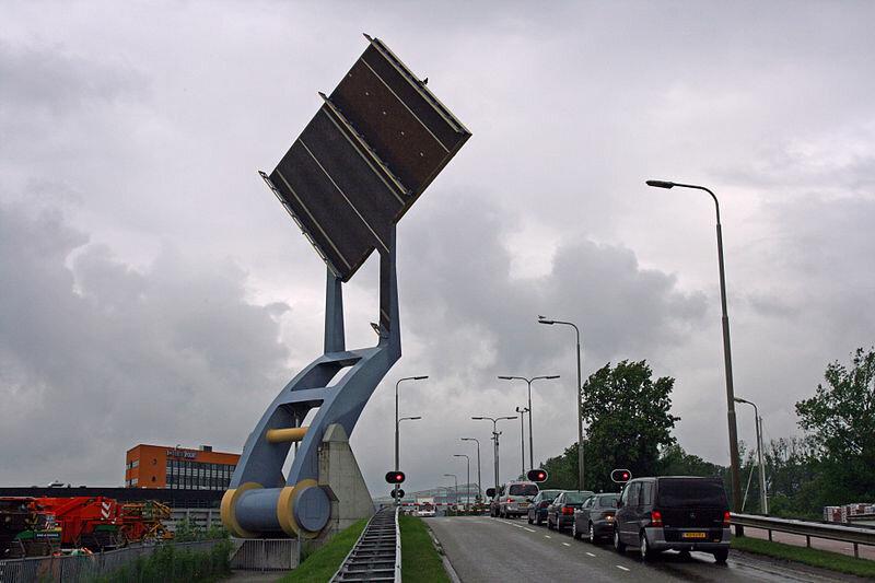 Невероятный «Летающий мост» в Нидерландах