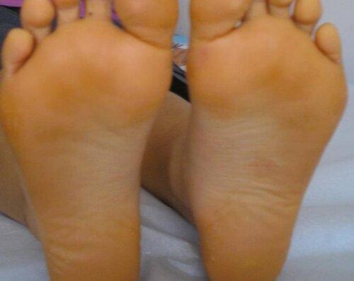 Light skin girl feet