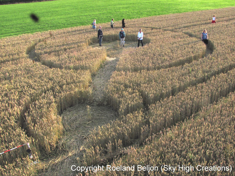 UFOs, crop circles, symbols in the field, wheat field, riddles circles, secret, aliens