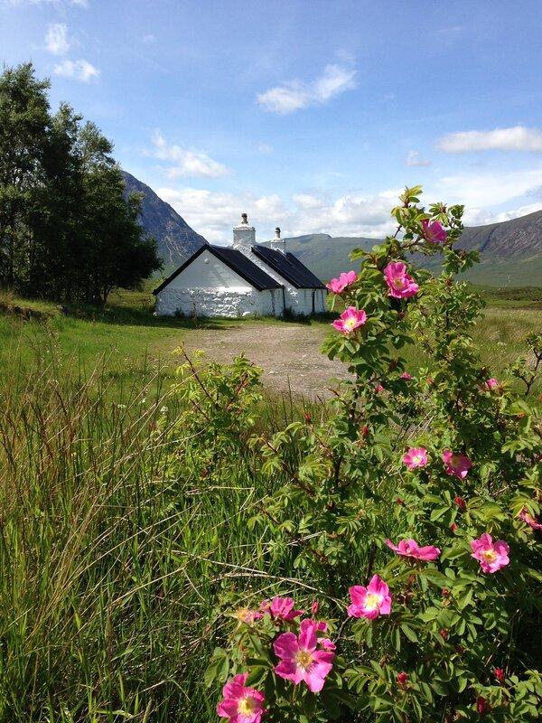 Коттедж Блэк Рок в Гленко: один из самых фотографируемых планов Шотландии:) Кто в домике живет - непонятно:)