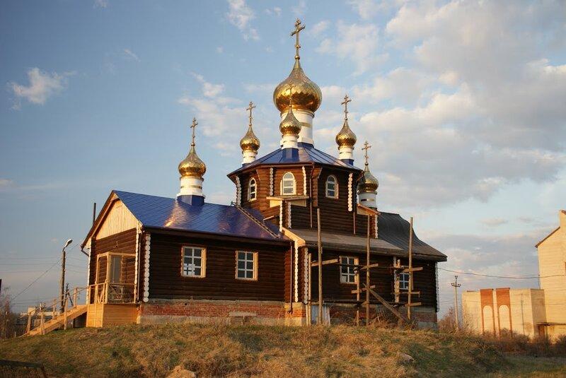Вид на Храм Всех Святых, в земле Российской просиявших (14.10.2013)