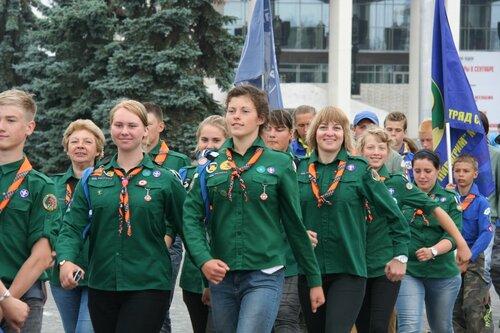 скауты Эстонии шагают по городу Пермь