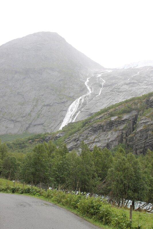 Walking tour to Briksdalsbreen glacier