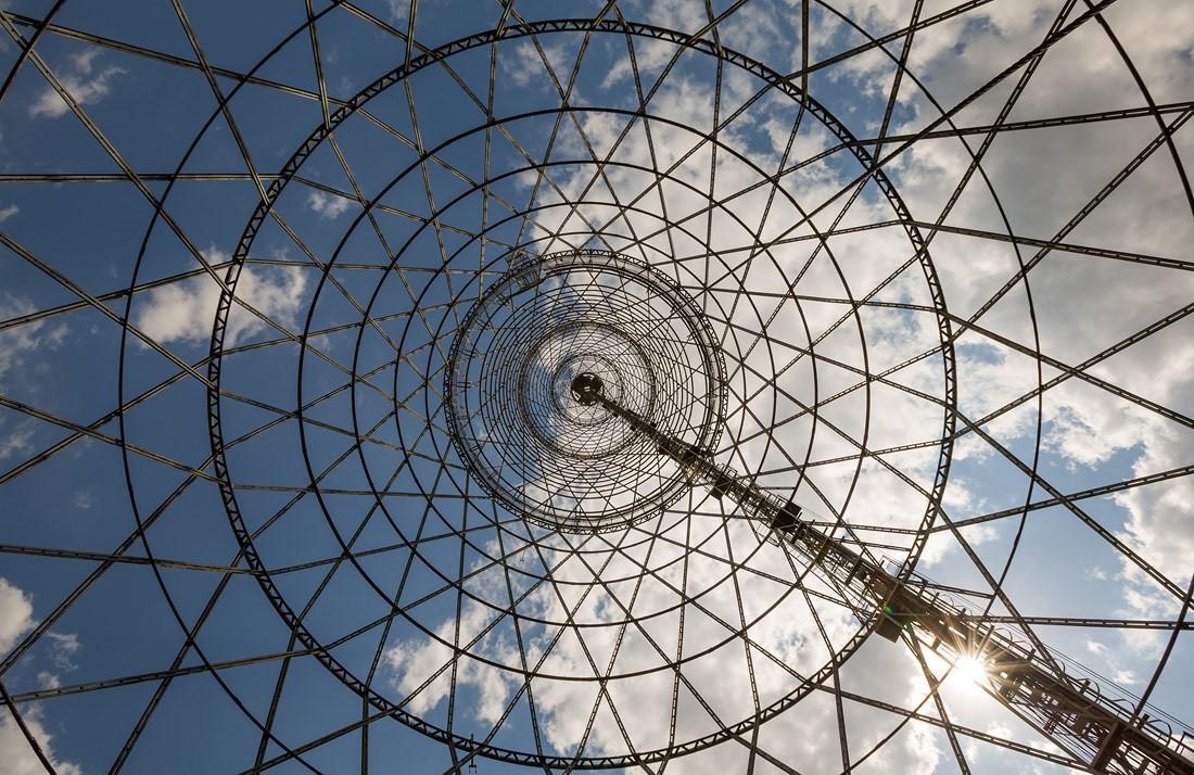 В отличие от подобной башни в Дзержинске, Шуховская оборудована пусть и тесным, всего на трех челове
