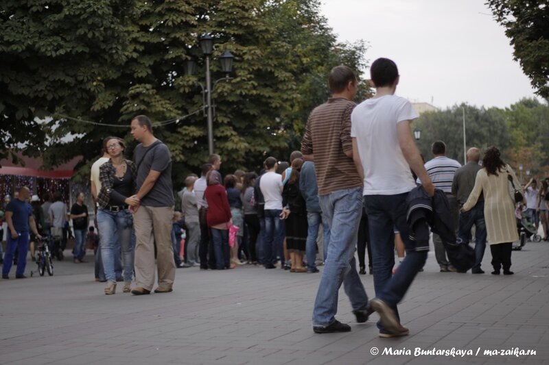На уличном концерте музыкального коллектива 'Bright light', Саратов, проспект Кирова, 01 сентября 2013 года