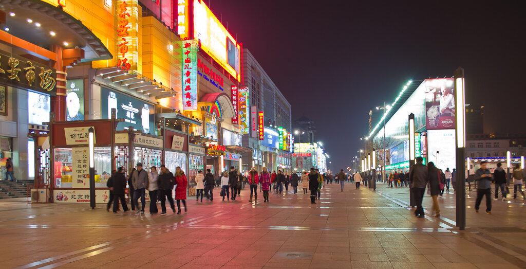 Ночная улица Ванфуцзин (Wangfujing) в Пекине. Достопримечательности столицы Китай. Отчет об экскурсиях