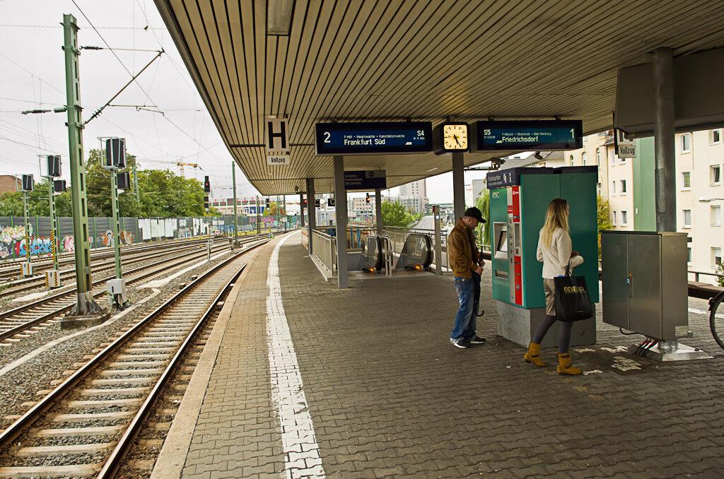 Станция пригородных поездов S-Bahn во Франкфурте