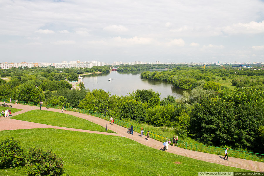 Вид на Москву реку от церкви Вознесения господня в Коломенском