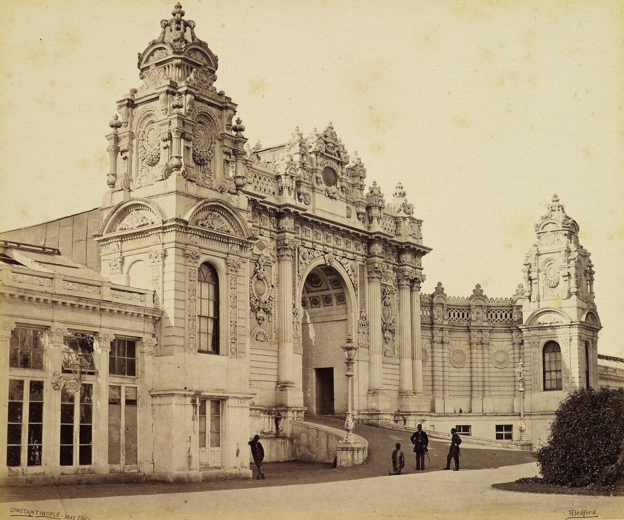 23 мая 1862. Дворец Долмабахче, Главный вход. Константинополь