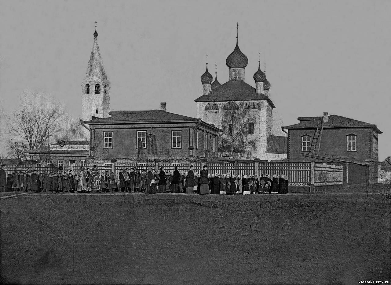 Школа за Троицкой церковью