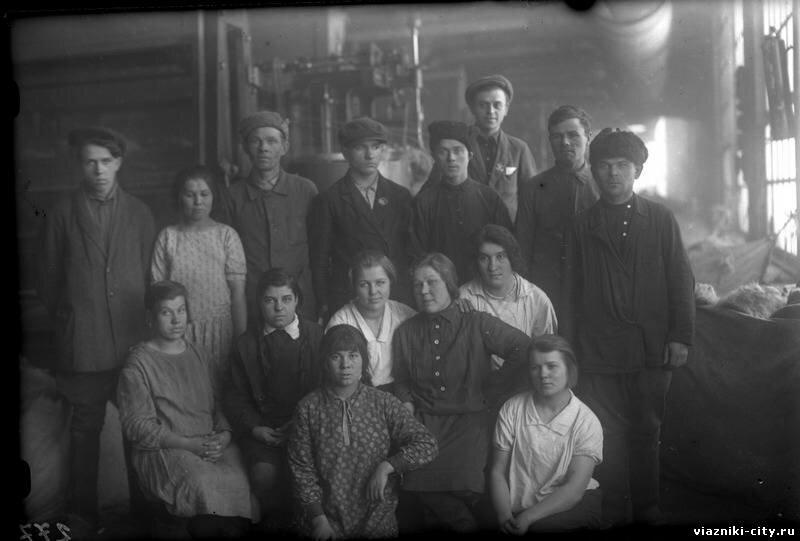 Чесальный цех фабрики им. Карла Либкнехта. 1 смена. 1931
