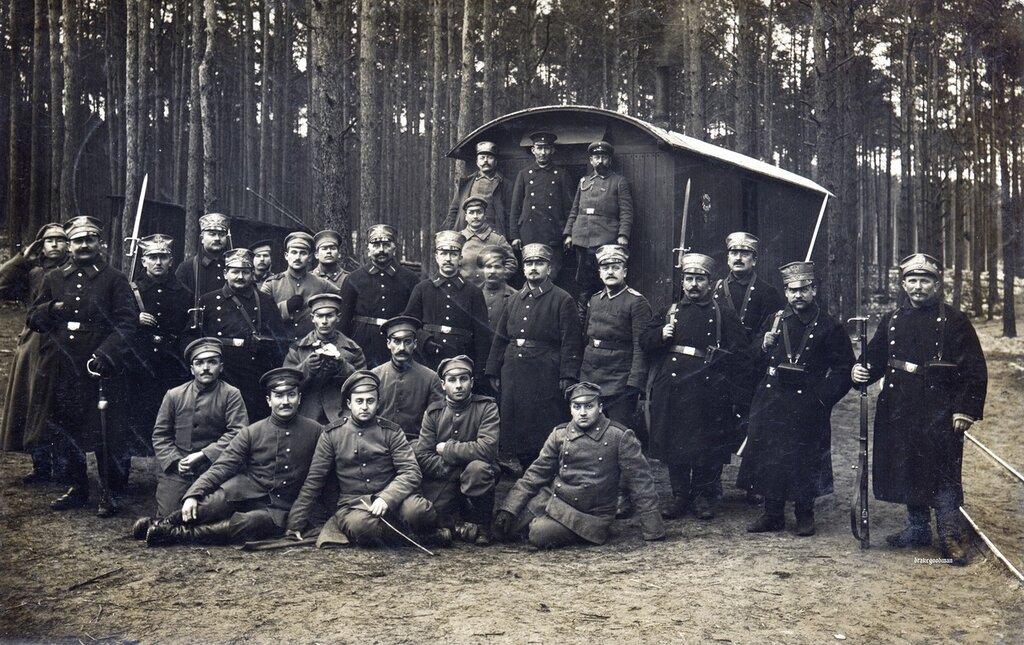 IV Armeekorps Landsturmmanner pose with a few token Russian prisoners of war near Halbe, Febraury 1915