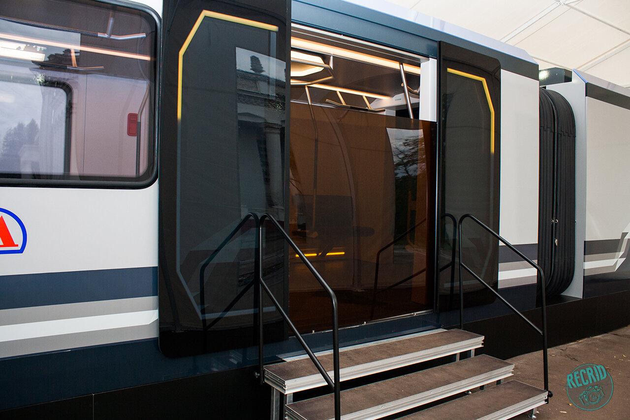 Двери нового вагона