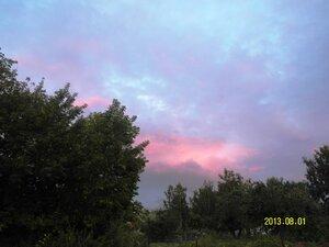 Вот такое небо было над улицей Центральная,когда над озером шёл сильный дождик и ярко светило солнце.