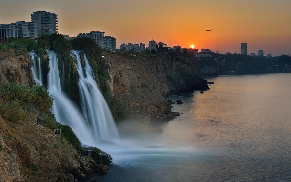 Водопад гуашью и акварелью в картинках