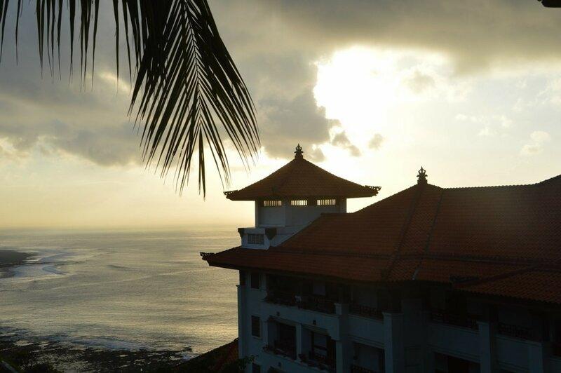 Начинается восход солнца (Бали)
