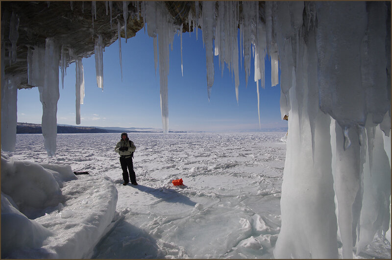По ледяным гротам