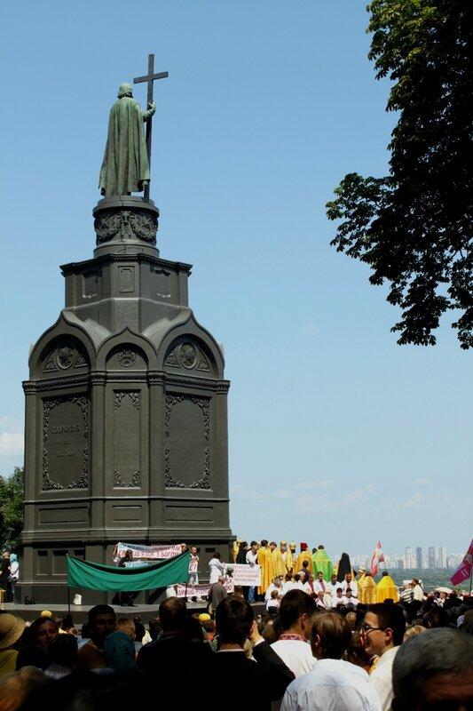 Молебен УПЦ КП на Владимирской горке