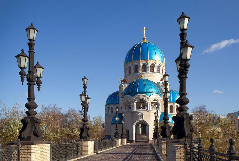 Храм Троицы Живоначальной в Орехово-Борисове