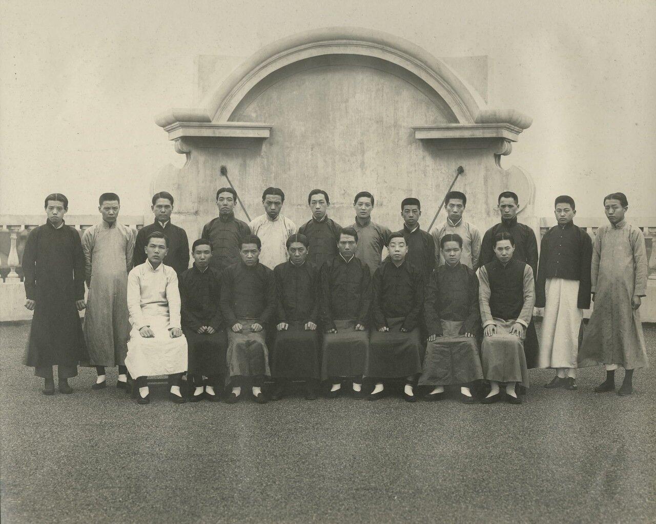 Групповая фотография китайских рабочих