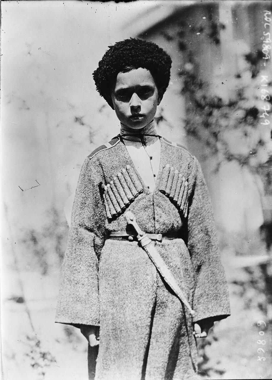 Сын генерала Врангеля, одетый в казачью форму