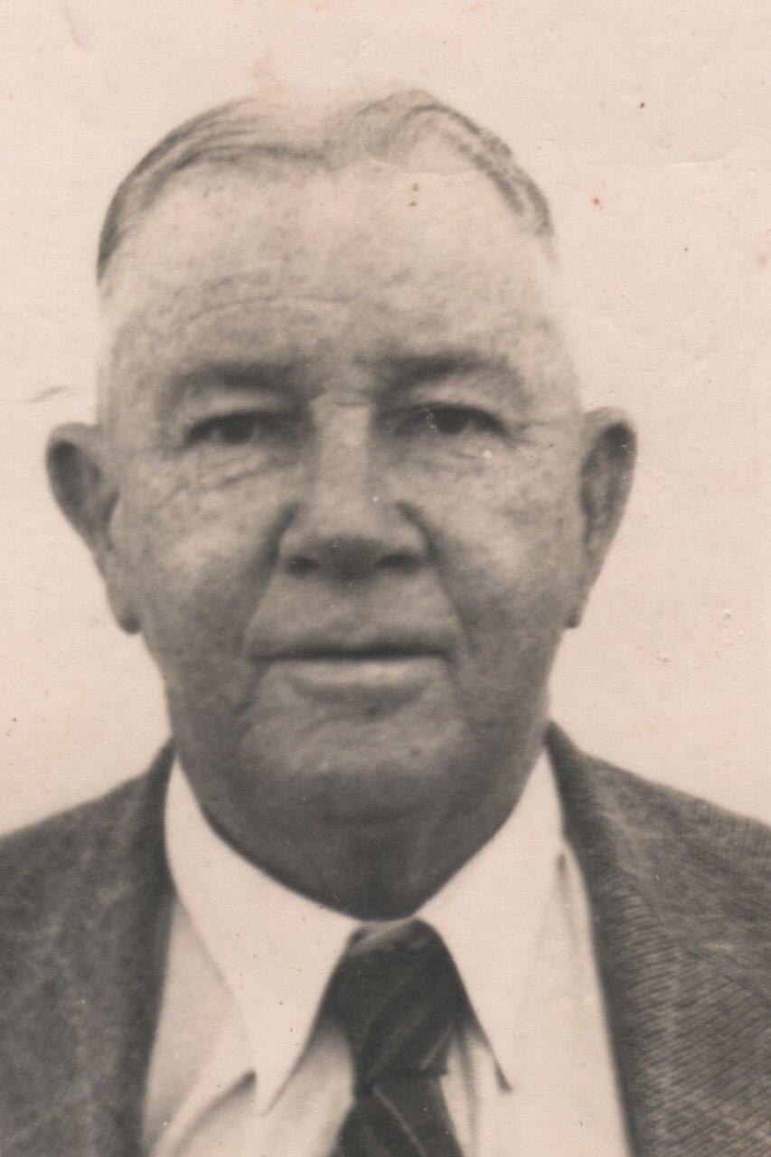 1943. Виклиф Холл
