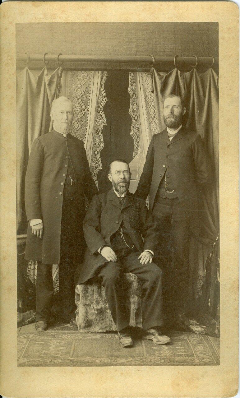 1896. 18 апреля. Уильям Э. Келли, Шелдон Джексон (сидит) и Э. Остин. Руководители миссии в Ситке