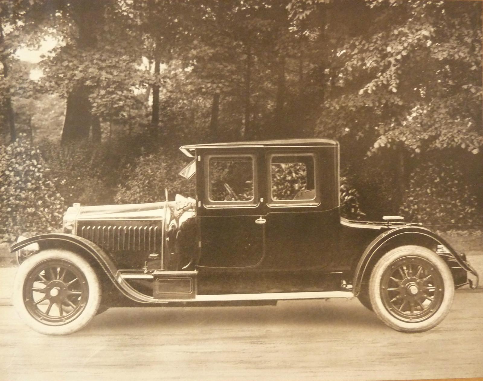 Автомобиль французской компании De Dion-Bouton  Альбера де Диона и Жоржа Бутона