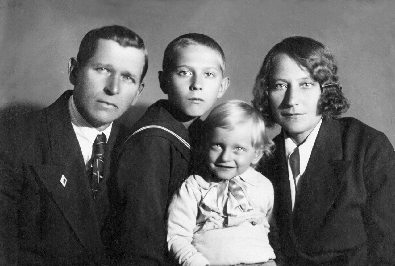 1941, май. Иосиф, Станислав, Михаил, Мария