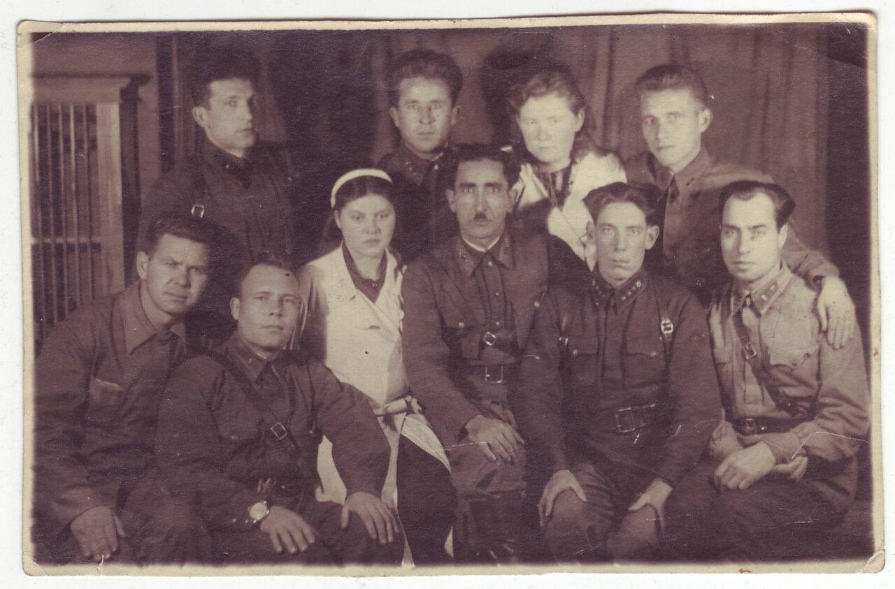 Группа офицеров в госпитале