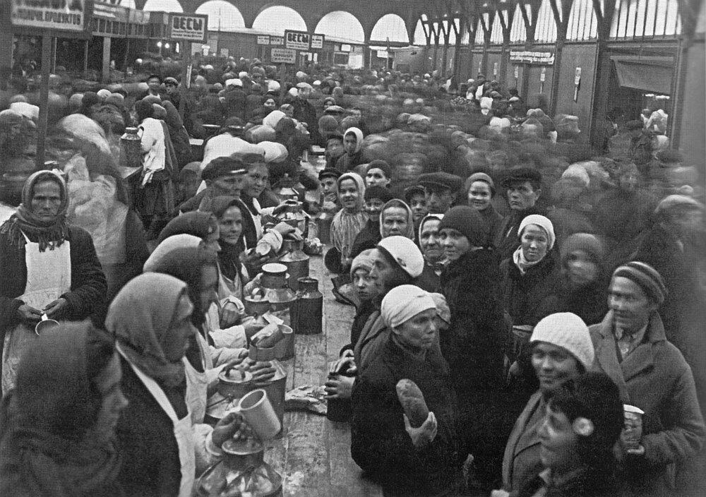 1934. Вид павильона молочных продуктов на Кузнечном рынке