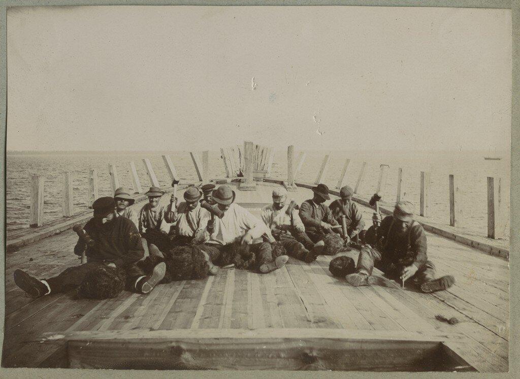 1900. Корабельные строители
