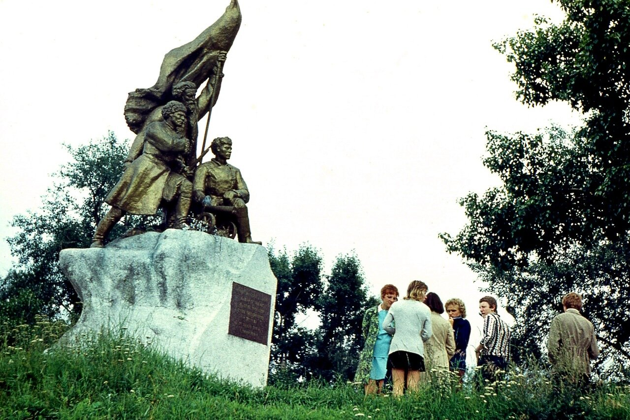 13. Памятник Героям гражданской войны в ЦПКО