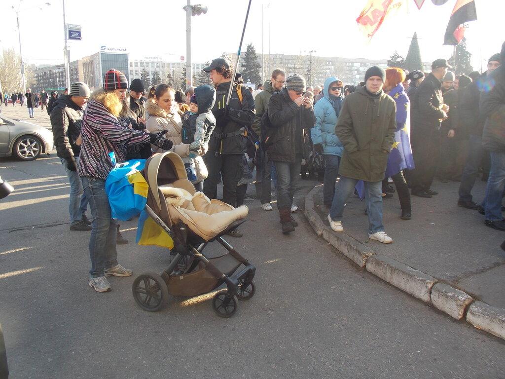Запорожский Евромайдан: «Банду геть!», «Ода чму» и галочка против Януковича (ФОТОРЕПОРТАЖ), фото-2