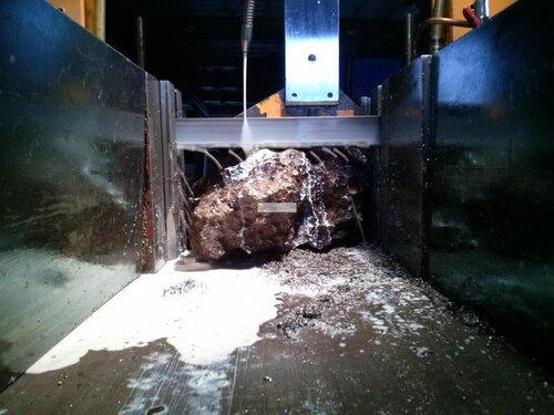 Челябинский метеорит распилили (9 фото)