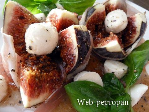Простой салат с инжиром готовить просто, но он вкусный и красивый!