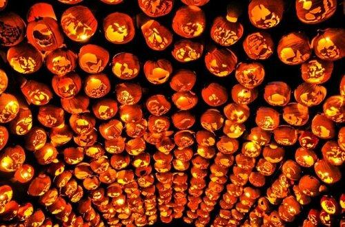 Хэллоуин. Резьба по тыкве.  Автор bryan haeffele