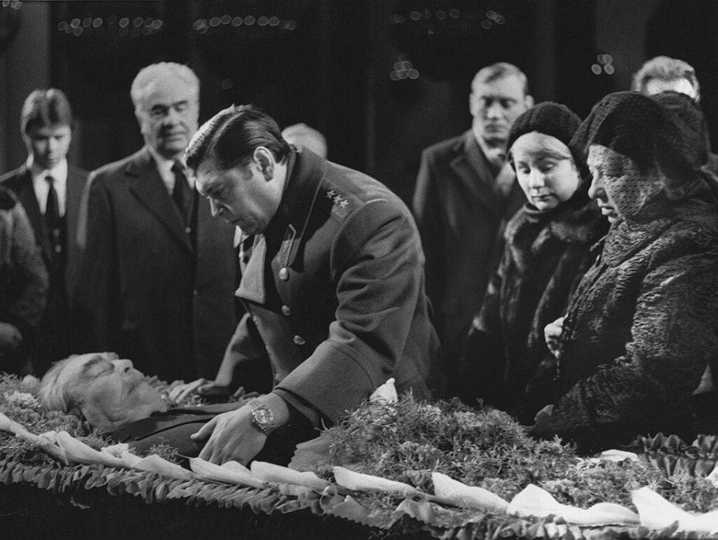 На Митинском кладбище похоронили Юрия Чурбанова.