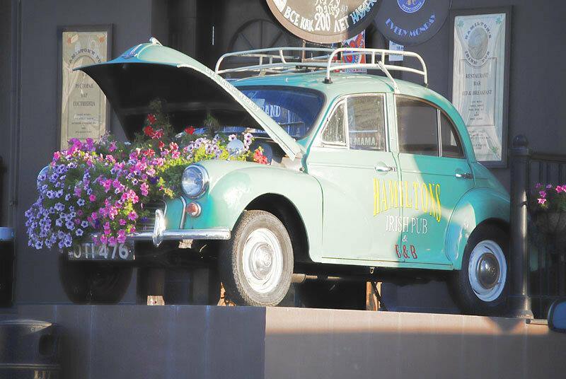 Тематическая инсталляция автомобиль Моррис-минор, фото Sanchess 2013