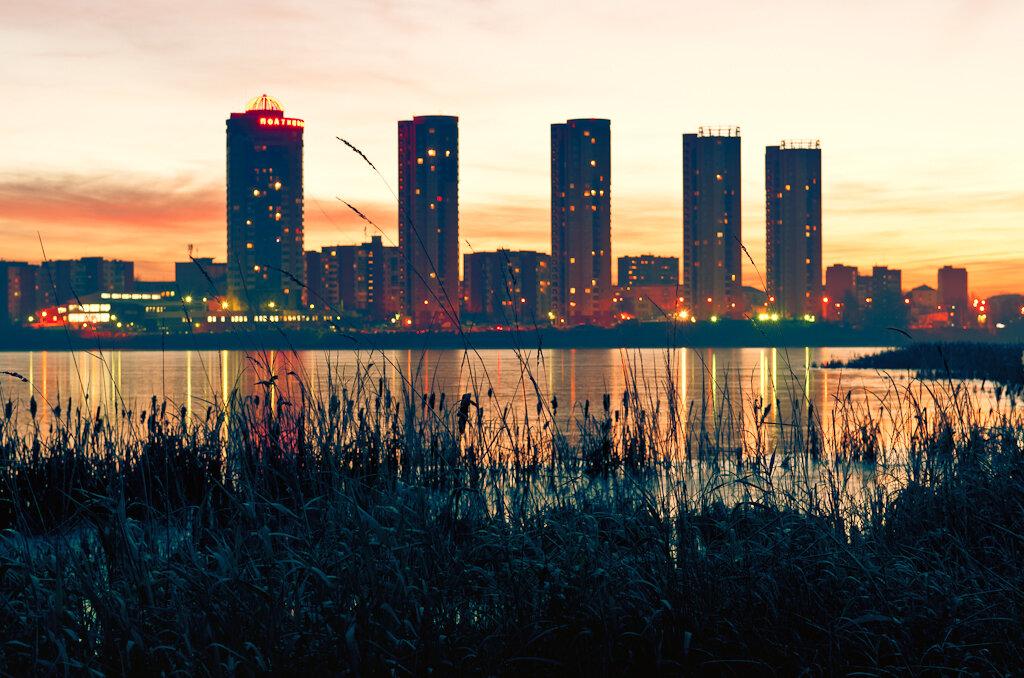 Рассвет в микрорайоне Химмаш в Екатеринбурге. Тушка Никон Д5100, линза Никон 17-55/2,8.