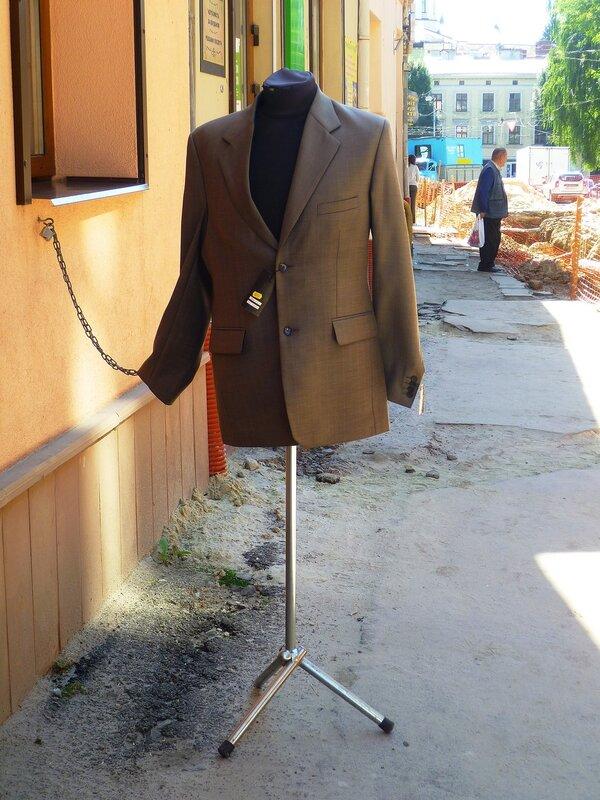 Манекен во Львове, Украина (Mannequin in Lviv, Ukraine).