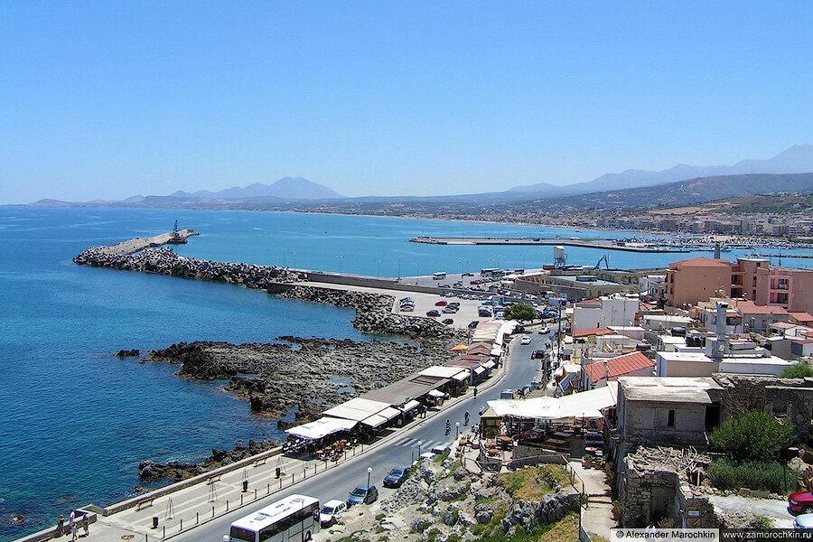 Вид из крепости Фортецца на побережье Ретимно