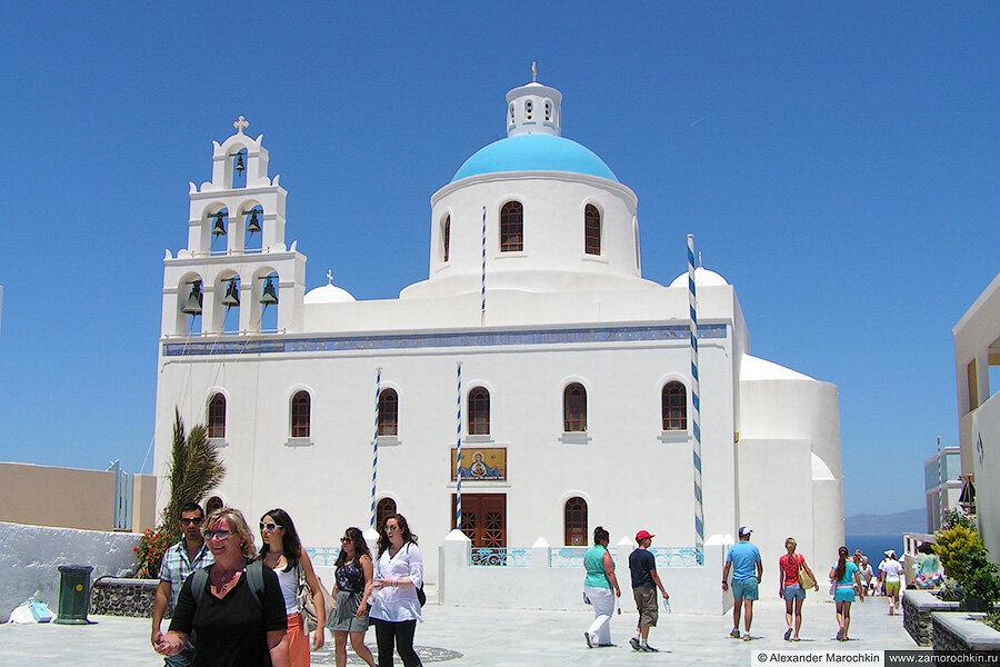 Храм в городе Ия, Санторини, Греция