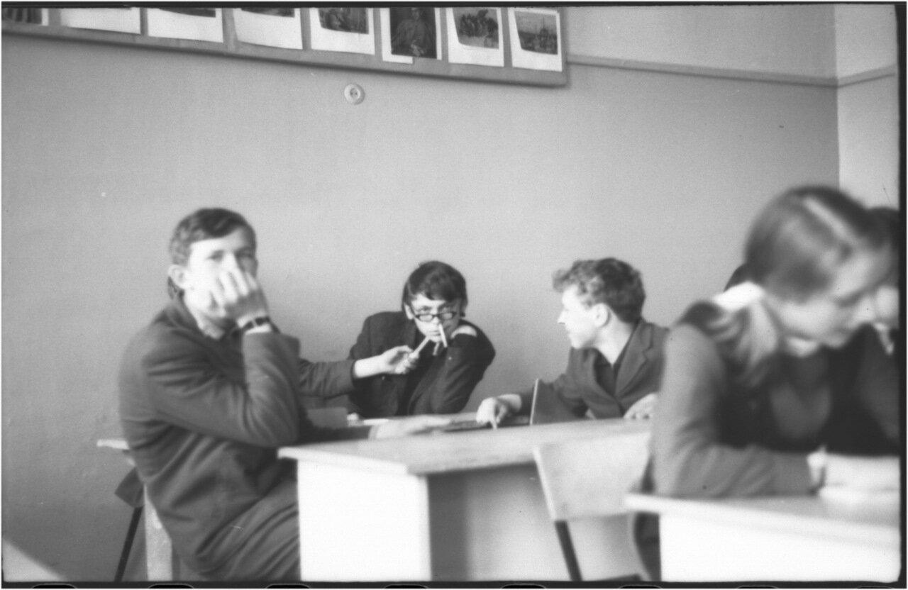 1969-70 класс 8 В.   Боря Богомолов. Саша Кашаев. Саша Поздняков