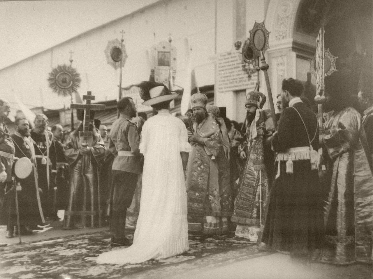 1912. Император Николай II и императрица Александра Федоровна в Свято-Троицкой Сергиевой лавре