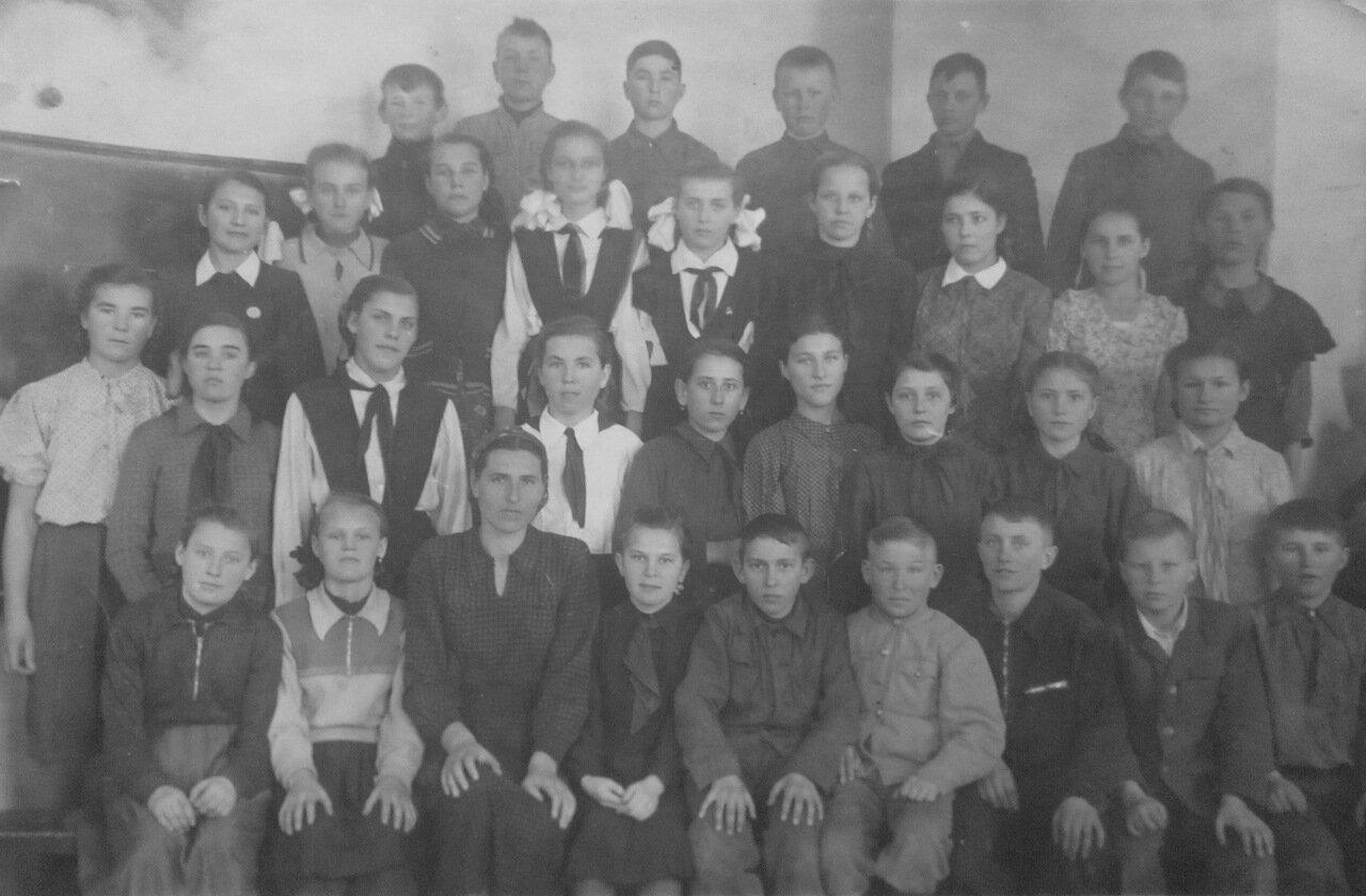 1950-е. Класс школы в пос. Александровка Аксайского района