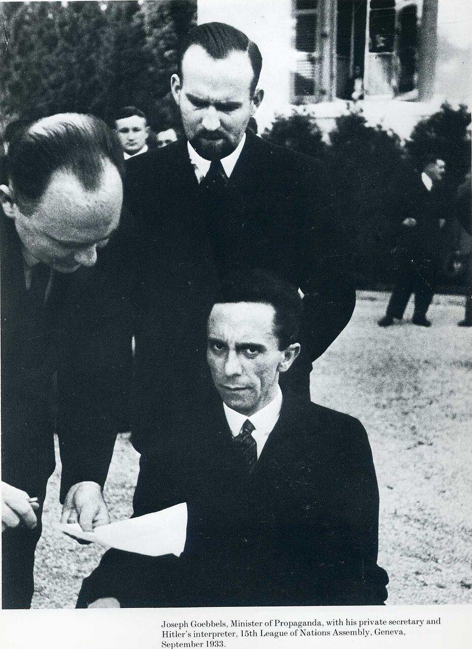 1932. Министр пропаганды Йозеф Геббельс во время пребывания на 15 ассамблее Лиги Наций, Женева