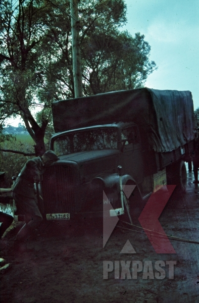 stock-photo-crashed-red-cross-truck-russia-1942-9498.jpg