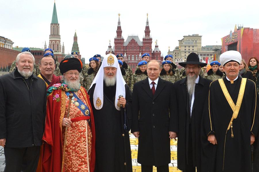 Главы конфессий и Путин на Красной площади, 4.11.15.png